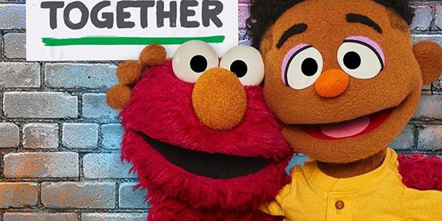 1969年に放送開始されてから、世界160以上の国と地域で子どもから大人までに愛されている教育番組『セサミストリート』。そこに、新たにアフリカ系親子のマペットが登場したことが話題に。