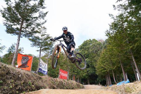 Land vehicle, Vehicle, Sports, Cycle sport, Downhill mountain biking, Cycling, Bicycle, Mountain biking, Outdoor recreation, Mountain bike,