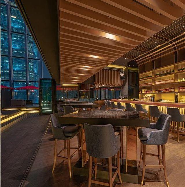 從新加坡、香港、可倫坡到吉隆坡,亞洲頂級高空酒吧「CÉ LA VI」終於在台北拓點了!現在想感受「CÉ LA VI」頂級高空酒吧體驗不需要飛到新加坡,「CÉ LA VI」全球最新據點將於台北信義區正式開幕,打造4大奢華亮點正式宣戰台北信義區約會餐廳!