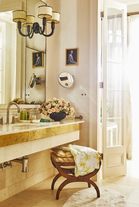 a creamy white luxurious bathroom