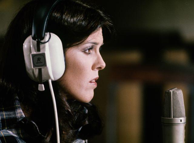 la cantante cecilia en el estudio, madrid 1976