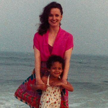 alicia keys and her mom at the beach