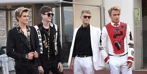Fashion, Street fashion, Blazer, Fashion design, Suit, Outerwear, Event, Jacket, Jeans, Formal wear,
