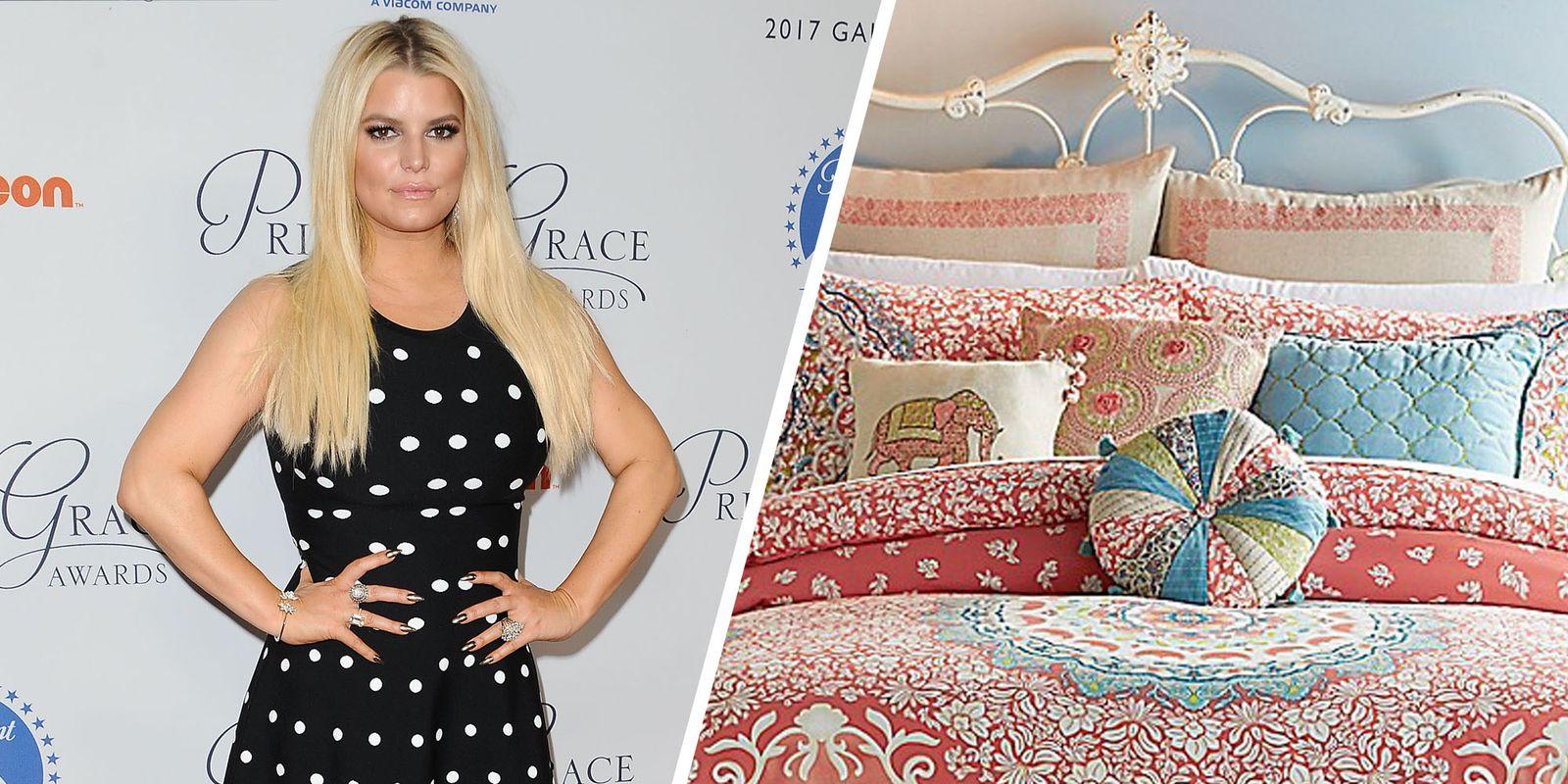 Jessica Simpson nem csak énekesnő, de divattervező is. 2014-ben kezdett párnákat és ágyneműt tervezni, később pedig törölközőket és fürdőszobai kiegészítőket is csinált.