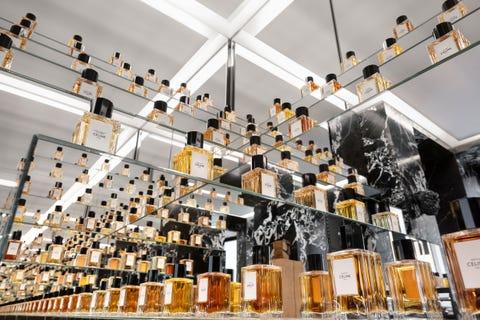 Ceiling, Interior design, Building, Collection, Alcohol, Distilled beverage, Glass, Liqueur, Drink, Restaurant,