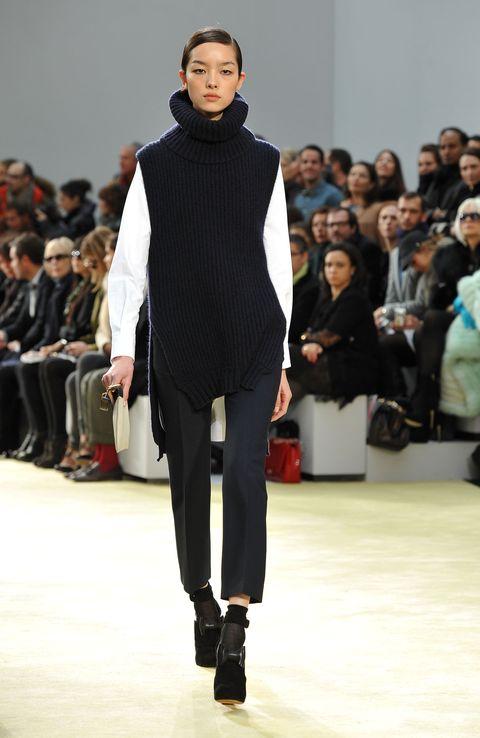 Fashion show, Fashion model, Runway, Fashion, Clothing, Event, Public event, Fashion design, Human, Footwear,