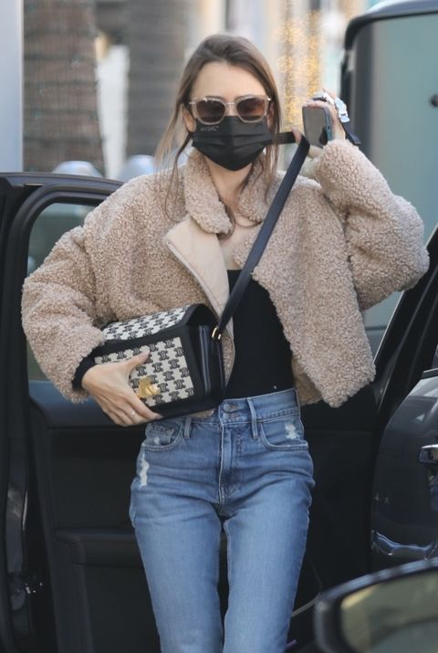 los angeles, ca    exclusive    lily collins shops for jewelry in beverly hillspictured lily collinsbackgrid usa 11 january 2021 byline must read lese  backgridusa 1 310 798 9111  usasalesbackgridcomuk 44 208 344 2007  uksalesbackgridcomuk clients   pictures containing childrenplease pixelate face prior to publication