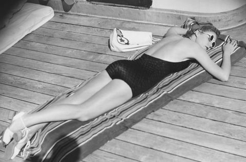 Photograph, Leg, Sun tanning, Black-and-white, Photography, Thigh, Monochrome, Human leg, Photo shoot, Knee,