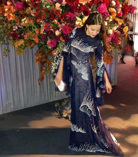 Clothing, Formal wear, Beauty, Dress, Fashion, Hairstyle, Floral design, Sari, Floristry, Long hair,