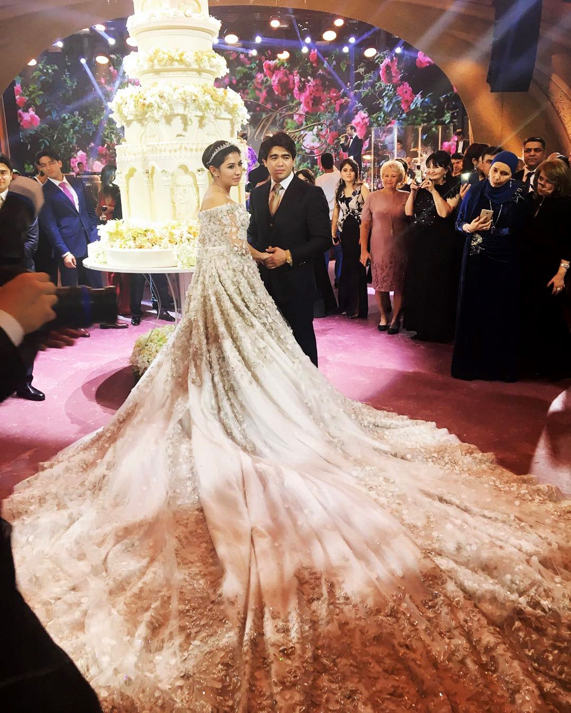 Gawk at This Russian Heiress\'s $600,000 Wedding Dress
