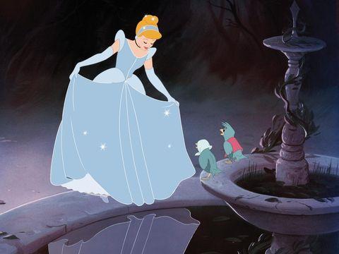 cenicienta con su vestido