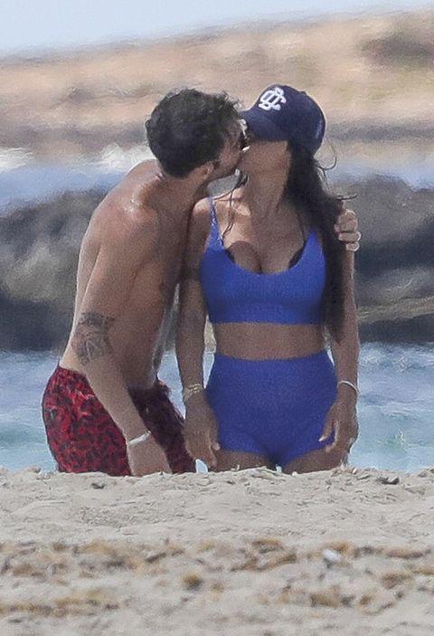 presumen de amor en la playa