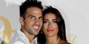 Cesc Fàbregas y Daniella Semaan posan en el photocall de su fiesta postboda.