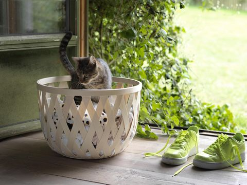 cesta de madera clara de ikea