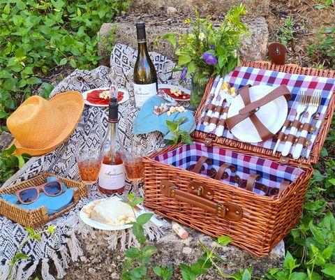 cesta de picnic creada por azpilicueta por el día de la madre 2021