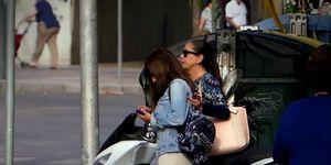 sabel Pantoja y su hija levantan expectación de compras en Jerez