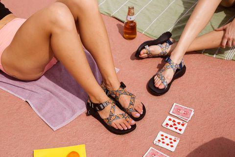 Leg, Human leg, Footwear, Thigh, Foot, Shoe, Ankle, Human body, Sandal, Toe,