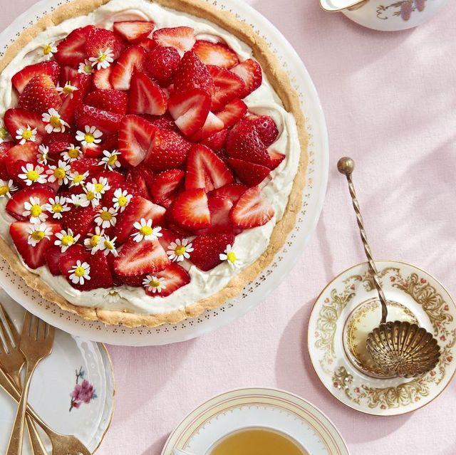 chamomile mascarpone tart with fresh strawberries