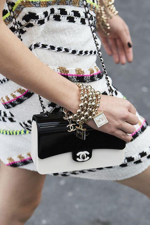 chanel推珍珠控必收迷你包、經典款換上粉彩新色!chanel 2021春夏包款盤點