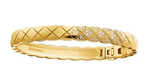 chanel bracciale oro giallo tendenza inverno 2021 gioiello natale