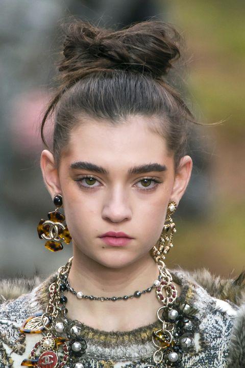 Hair, Face, Hairstyle, Eyebrow, Fashion, Lip, Beauty, Chin, Fashion model, Forehead,