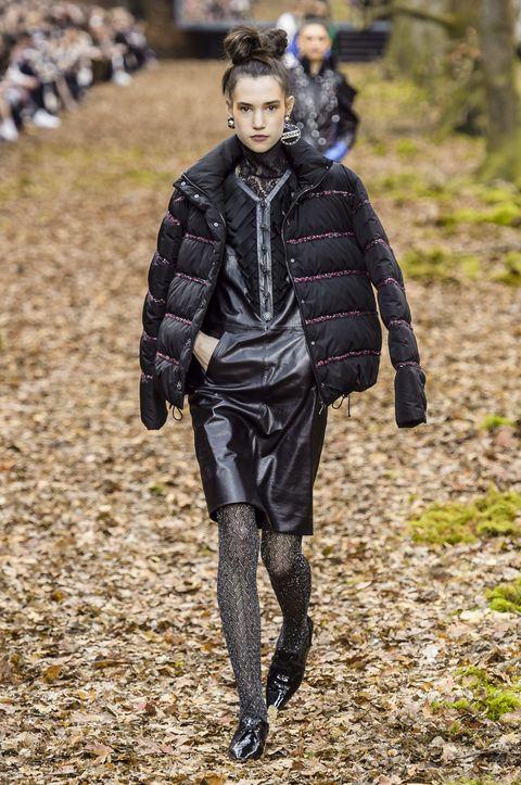 vestiti di pelle inverno 2019, abiti di pelle neri, abito di pelle come abbinarlo, tendenze vestiti di pelle 2019