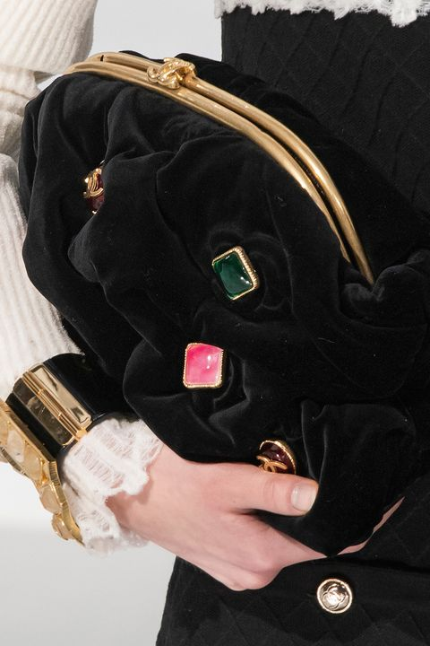 Bag, Outerwear, Fashion accessory, Hand, Fur, Velvet, Handbag, Sleeve,