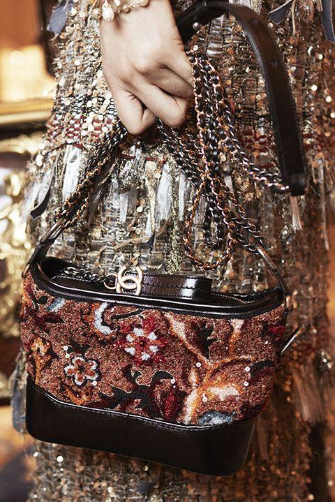 Handbag, Bag, Shoulder, Fashion, Fashion accessory, Brown, Joint, Fashion design, Luggage and bags, Pattern,
