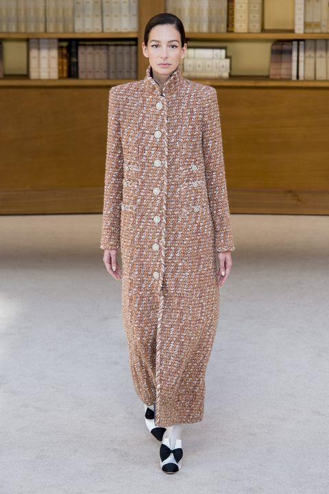 Bekijk de beelden van de chanel couture herfst 2019 hier.