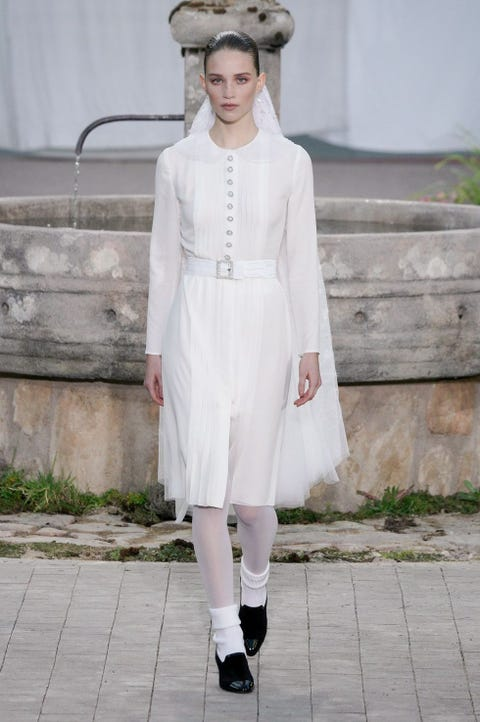 White, Clothing, Fashion, Street fashion, Fashion model, Haute couture, Fashion show, Snapshot, Footwear, Runway,