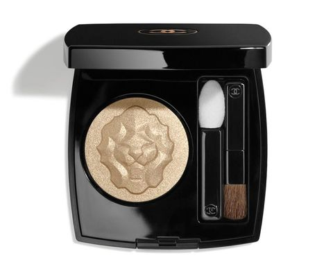 Eye shadow, Eye, Powder, Beige, Organ, Human body, Material property, Face powder, Small appliance, Cosmetics,