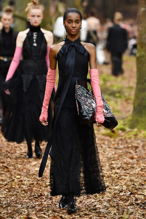 Chanel Runway Paris Fall Winter 2018 2019 - The Beauty ...