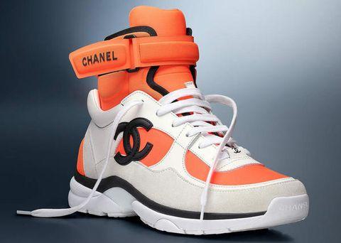 Una collezione di sneakers adidas e nike e adorazione dei piedi - 1 1