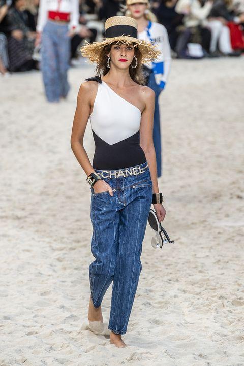 Clothing, Jeans, Street fashion, Fashion, Waist, Shoulder, Beauty, Denim, Leg, Long hair,