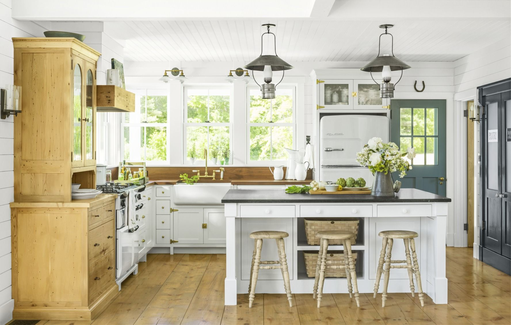 50 best farmhouse style ideas rustic home decor rh countryliving com country style designs living rooms country style design homes