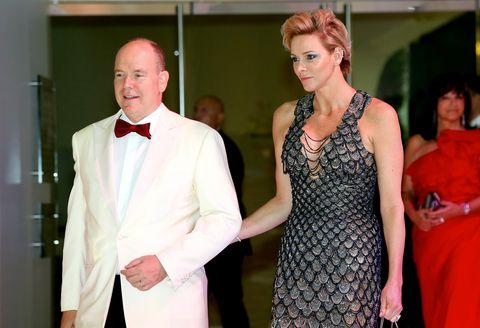 La mujer del príncipe Alberto de Mónaco deslumbró en el baile de la Cruz Roja.