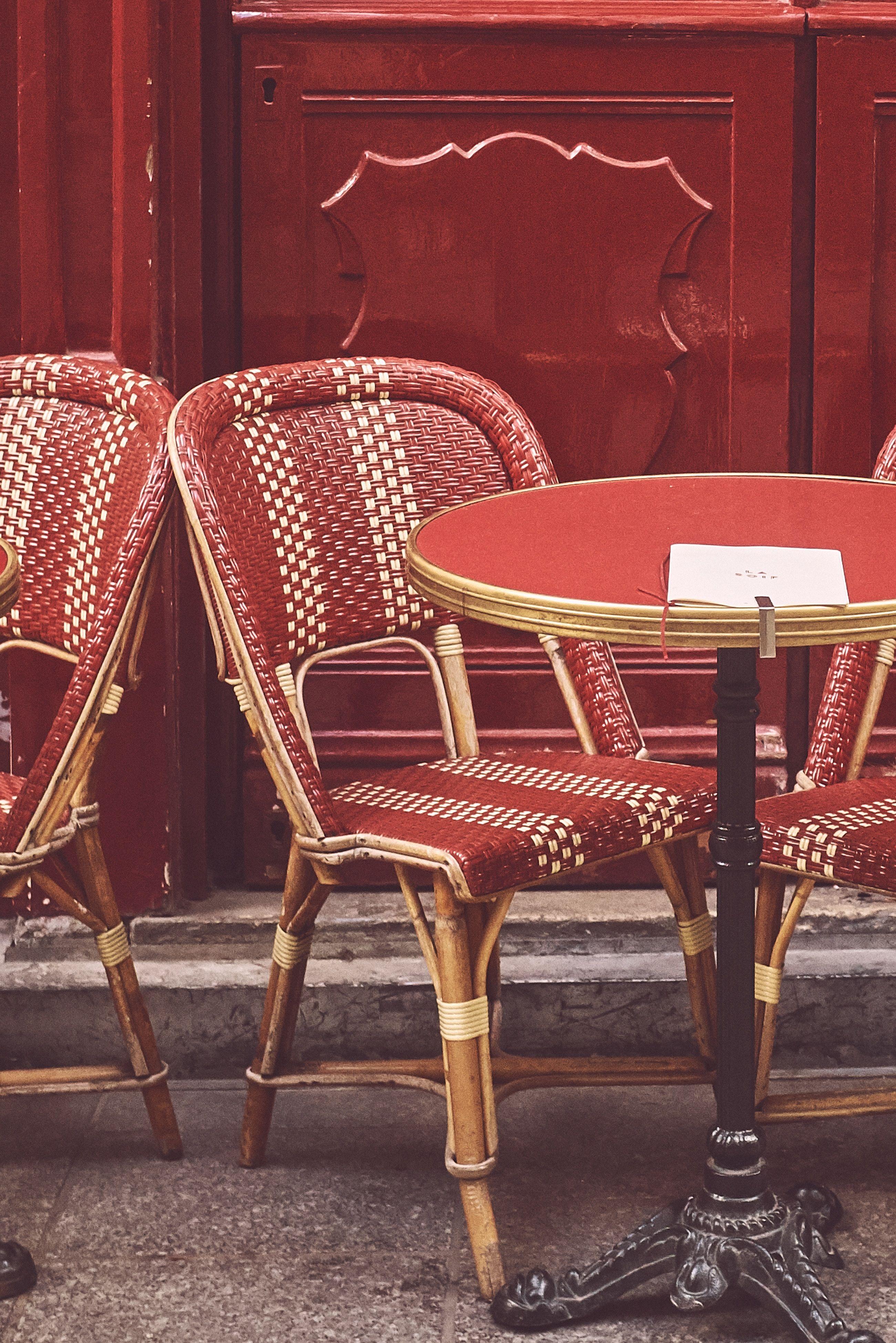 Sono stata a Parigi in un bar à chignon, il cafè che realizza gli chignon più belli del mondo
