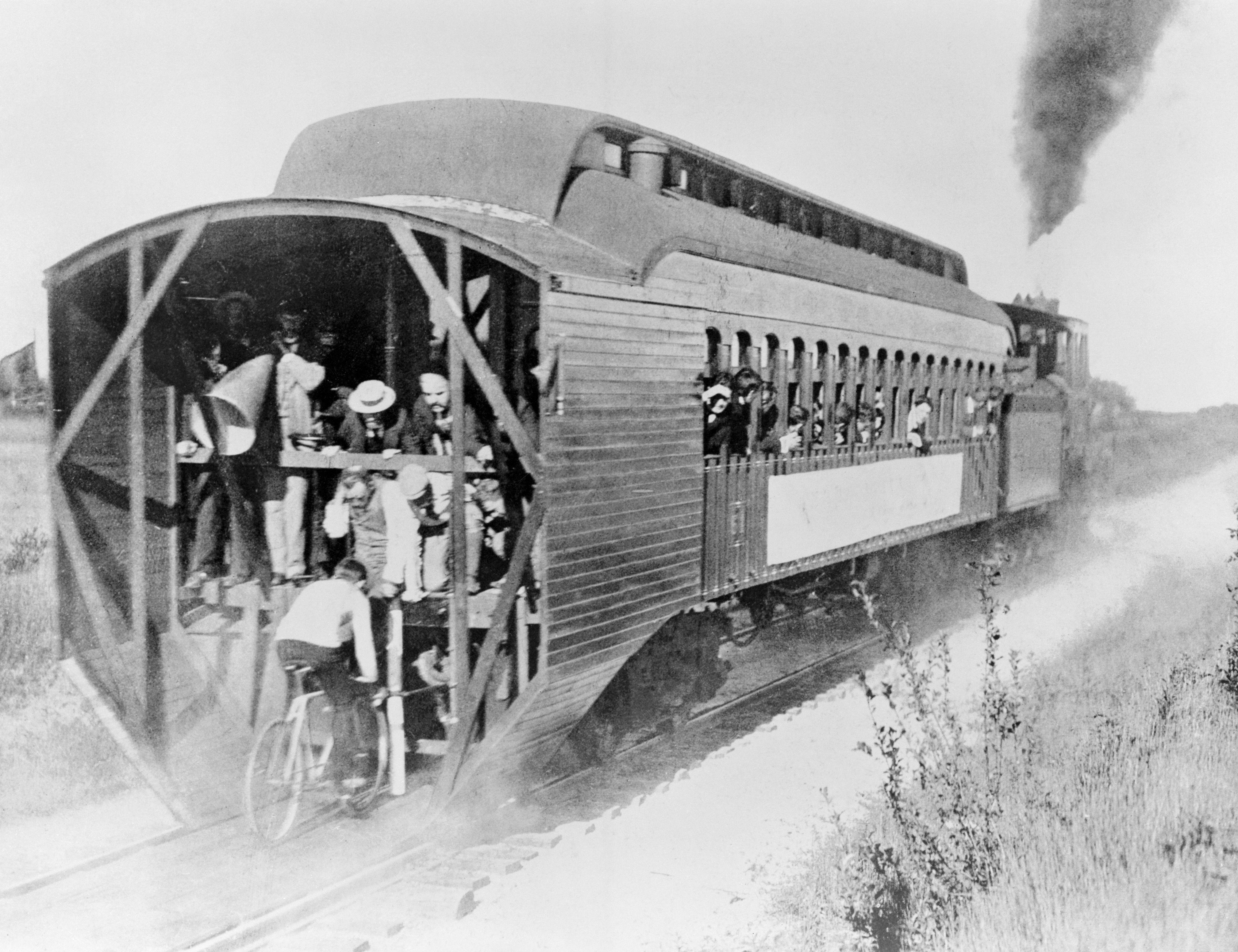 Bicycle Trailing Train