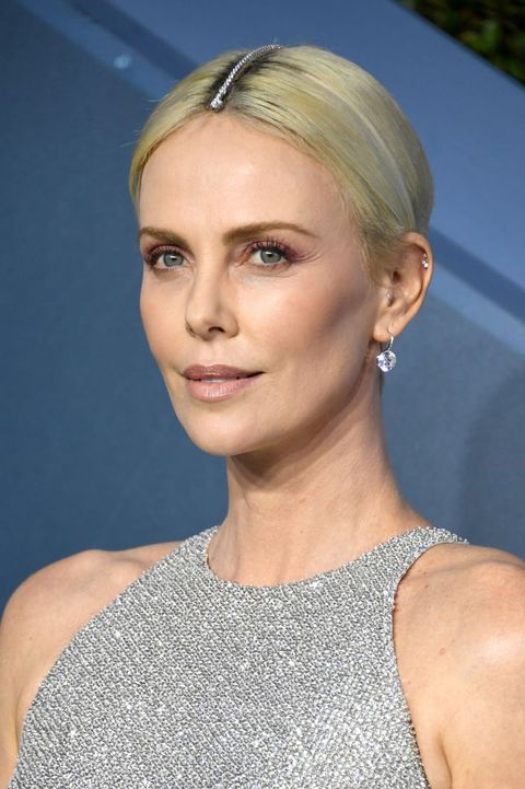 Charlize Theron Just Wore Tiffany Diamonds In Her Hair To Hide Her Roots 2020 Sag Awards Hair