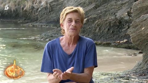 Chelo García Cortés le pide a Oto Vans que le haga pis en la pierna tras la picadura de una medusa en Supervivientes