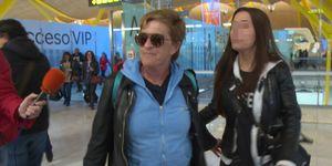 CHELO GARCIA CORTES y MÓNICA HOYOS rumbo a Supervivientes en el aeropuerto de Madrid