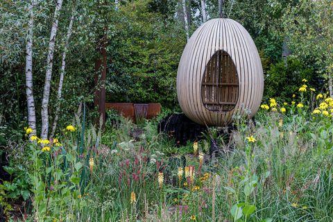 chelsea flower show 2021  the yeo valley organic garden, designed by tom massey