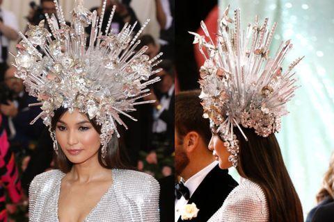 Headpiece, Fashion, Fashion accessory, Feather, Hair accessory, Headgear, Haute couture, Event, Dress, Jewellery,