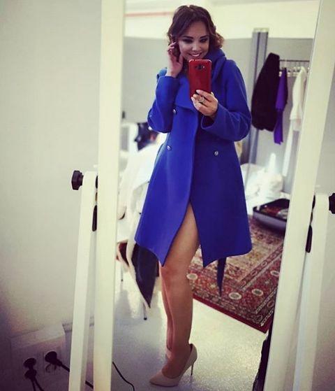 Clothing, Blue, Cobalt blue, Purple, Electric blue, Coat, Fashion, Outerwear, Trench coat, Footwear,