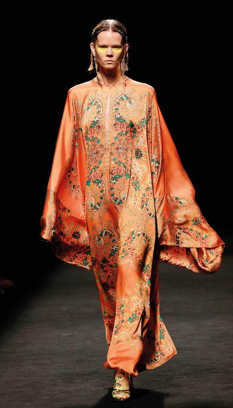 Fashion model, Clothing, Fashion show, Fashion, Runway, Peach, Fashion design, Formal wear, Haute couture, Dress,