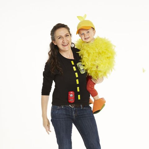 easy halloween costumes - chicken and road costume