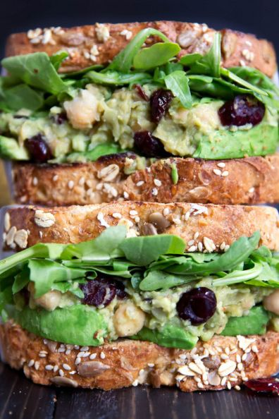 sandwich with avocado and raisins
