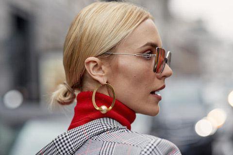Hair, Street fashion, Eyewear, Hairstyle, Red, Ear, Glasses, Blond, Chin, Fashion,