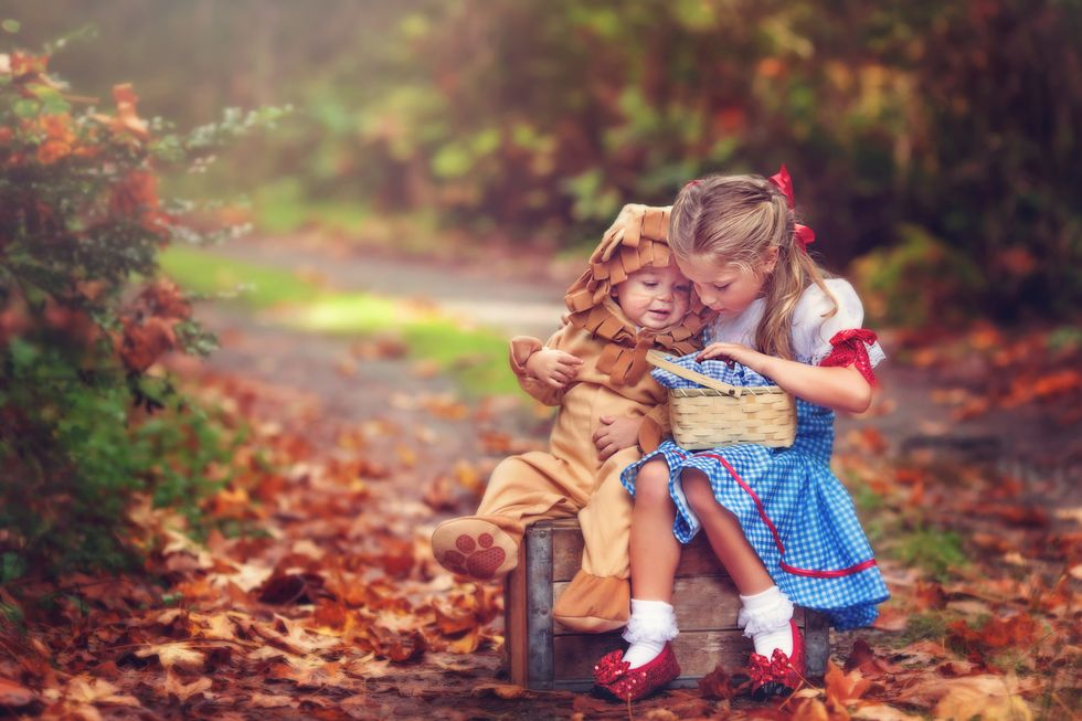 20 Clever Sibling Halloween Costumes That Will Make Your Family the Envy of the Block