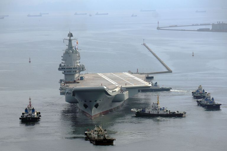 O primeiro porta-aviões construído na China prepara-se para testes em alto mar
